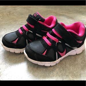 Danskin tennis shoes size 7